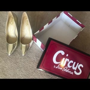 NEW Sam Edelman Gold Pump heels